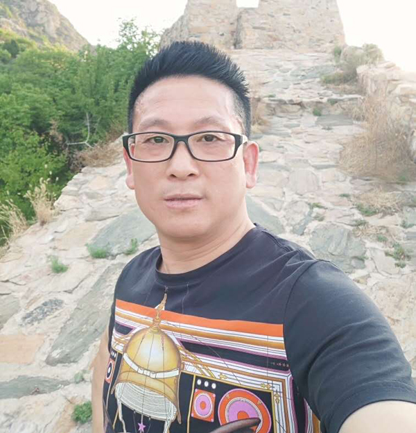 安徽籍企业家歌手徐鹏飞推出原创力作《好日子全靠奋斗》献礼新中国70华诞