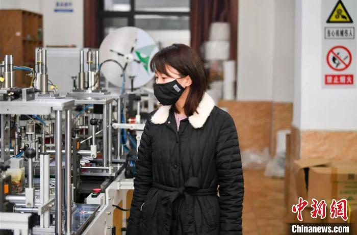"""""""90后""""女厂长迎口罩生产高压战。湖南省政协供图"""