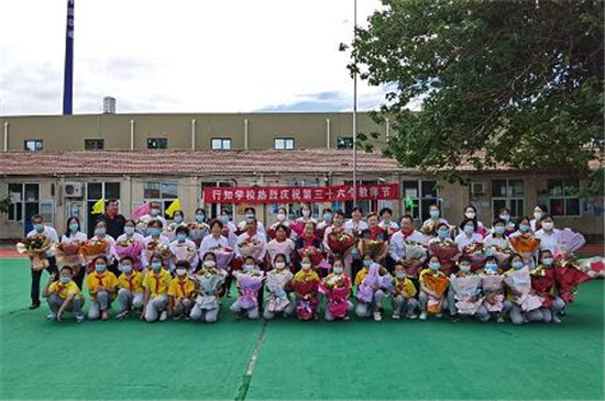 香港著名爱国慈善人士范梅艳到京慰问行知学校